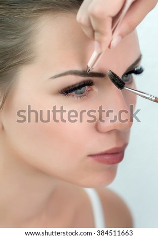 Eyebrow correction. Eyebrow correction procedure for the model with long eyelashes