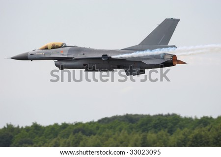 F-16 Fighting Falcon with full afterburner