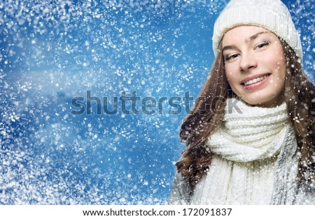 Face girl in winter hat snow