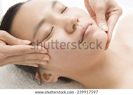 Facial massage to the woman