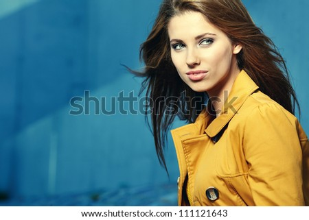 Fall woman smiling - Autumn portrait of beautiful woman