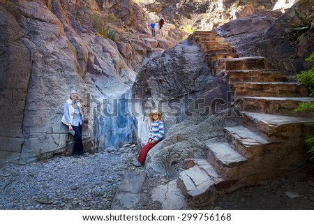"""Family on the path """"Window View Trail"""". Big Bend National Park, Texas - stock photo"""