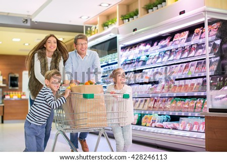 Family with shopping cart