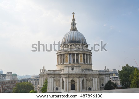 Famous St Pauls Cathedral in the City of London - LONDON / ENGLAND - SEPTEMBER 14, 2016