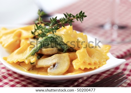 Farfalle with mushrooms