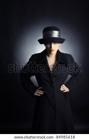 Fashion woman in black hat and coat. Portrait of pretty woman in autumn dress.
