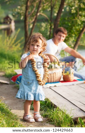 Father with daughter on picnic
