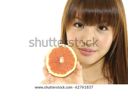 female face with fresh grapefruit in her hands
