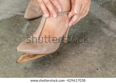 pest analysis high heel shoe 2015-5-30 swot analysis on new balance athletic shoe : new balance athletic shoe, inc high r&d innovation « pest analysis on virgin.