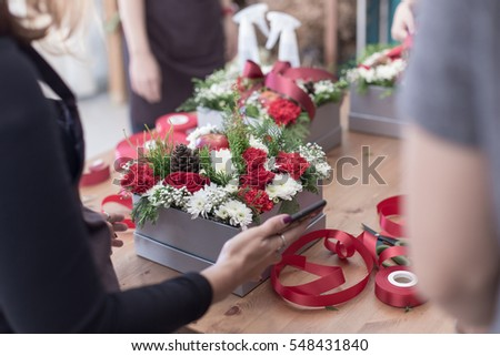 female hands doing flowers in the box