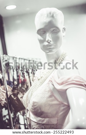 Female mannequins inside a fashion house, Color Effect