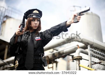 Female officer pointing a gun.