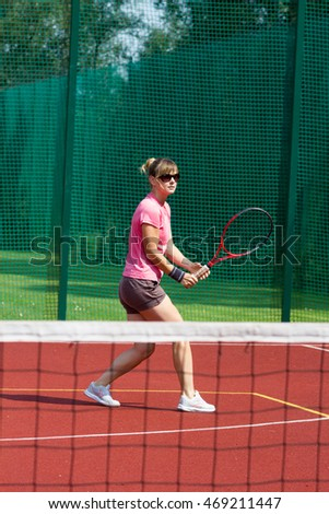 Female tennis player preparing to hit a backhand