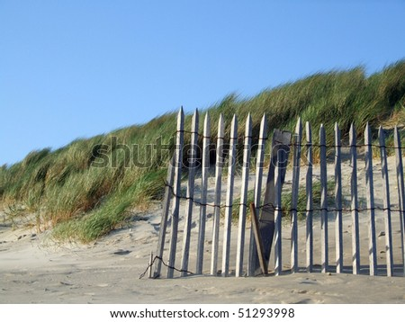 Fence of wood for the protection of the dunes