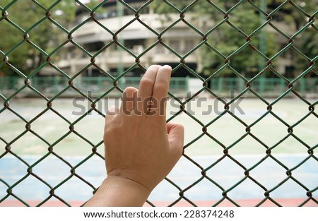 Fence with left hand