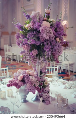 Festive table decoration in Lilac colours. Wedding decorations