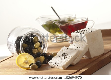 Feta cheese with olives and marmelade