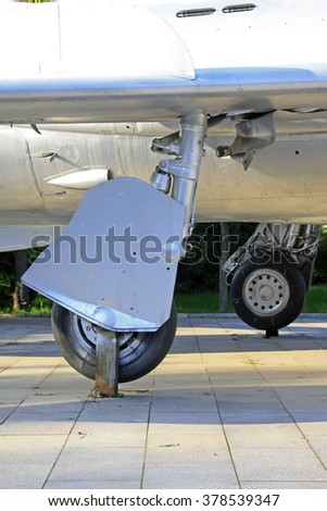fighter landing gear, closeup of photo