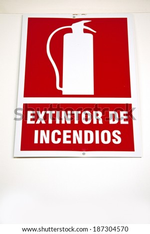 Fire extinguisher sign with Spanish caption