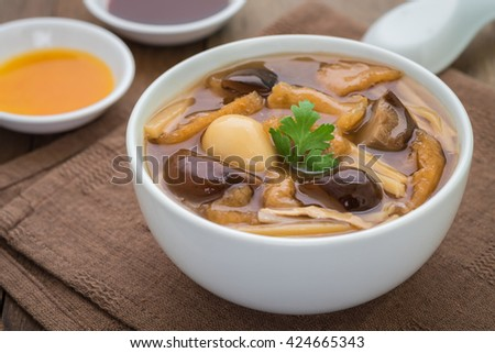Fish maw soup in bowl