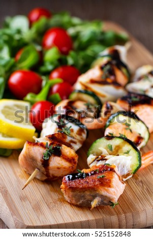 Fish skewers with salad
