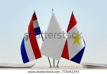 Flags of Paraguay and Saba with a white flag in the middle
