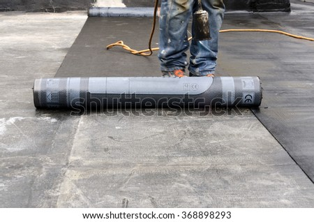 flame during welding of a waterproofing membrane on a roof