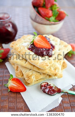 Flat bread with strawberry marmalade