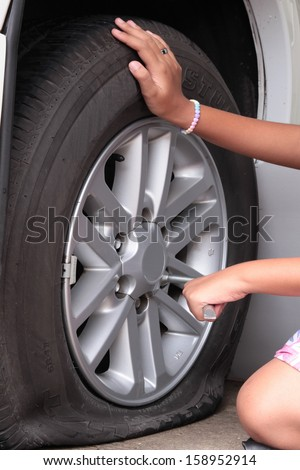 changing tire essay How to change a flat tire free essay, term paper and book report many women in today s society that drive alone are clueless about how to change a tire.