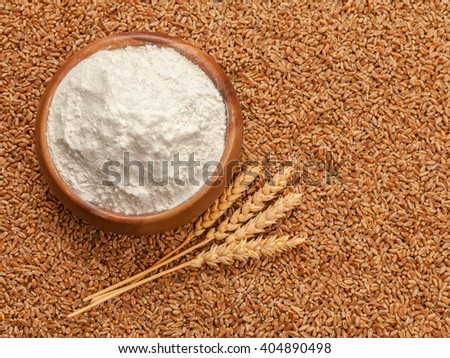 Flour in bowl and grains of wheat