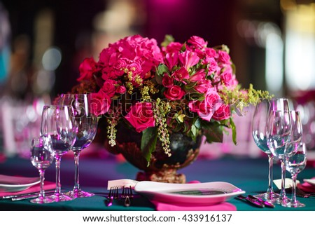 flower arrangement in bowl with pink roses and hydrangea. table setting