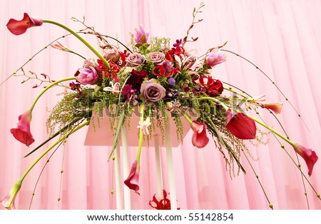 Flower arrangement in pink- red tones