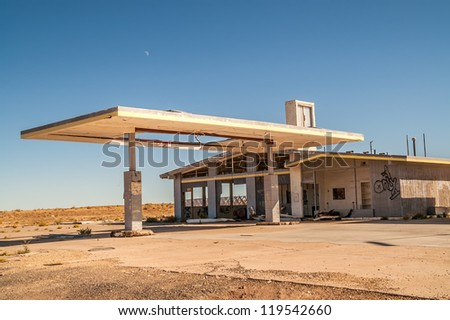 Former service station and automotive repair shop on Route 66