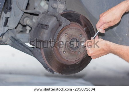 Forward brake on the car in the course of new replacement