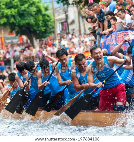 Foshan - Â?Â?June 3:The dragon boat competition held in Fenjiang River, 17 dragon boat to participate, attracting a large number of people to watch, Qingyun team won the first June 3, 2014 in Foshan, China