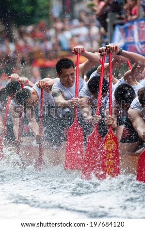 Foshan - Â?Â?June 3:The dragon boat competition held in Fenjiang River, 17 dragon boat to participate, attracting a large number of people to watch, Qingyun team won the first June 3, 2014 in Foshan, China - stock photo