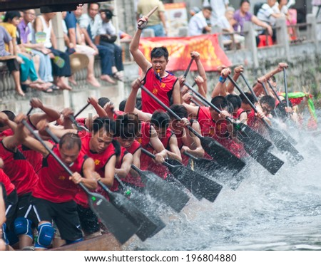 Foshan - June 3:The dragon boat competition held in Fenjiang River, 17 dragon boat to participate, attracting a large number of people to watch, Qingyun team won the first June 3, 2014 in Foshan, China - stock photo