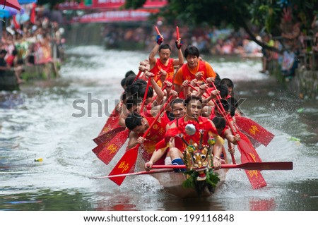 Foshan-June 3:The dragon boat competition held in Fenjiang River, 17 dragon boat to participate, attracting a large number of people to watch, Qingyun team won the first June 3, 2014 in Foshan, China - stock photo