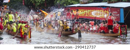 FOSHAN-June 23:The Dragon Boat Festival dragon boat race, the athletes on the river water play each other, having a great time June 23, 2015 in Foshan, China