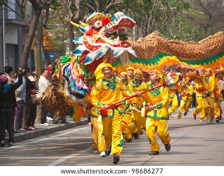 FOSHAN, MARCH 23: Dragon Dance In The Parade To Celebrate The Birthday Of Thetemple Of God, Foshan Temple Organized A Parade Of The Intangible Cultural Heritage March 23, 2012 in Foshan, China