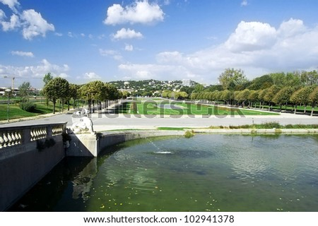 """Fountain in the """"Parc Borely"""" in Marseille in France with look onto the city - stock photo"""