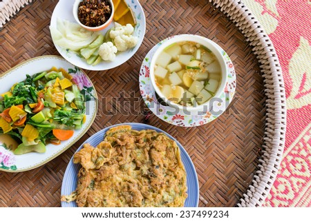 Four foods on circle table