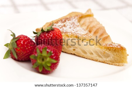 Frangipane cake with strawberries