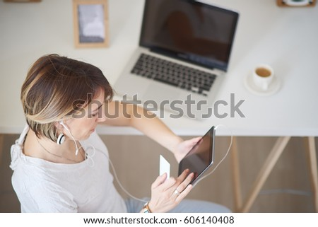 Freelancer using tablet computer and credit card