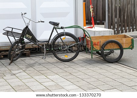 Freight bicycle with cargo trailer for heavy loads delivery