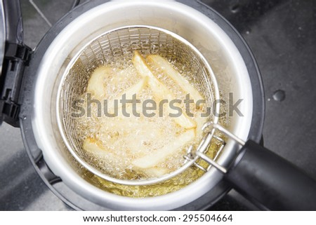 How many times can you use oil in a deep fryer