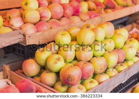 Fresh apples in a market