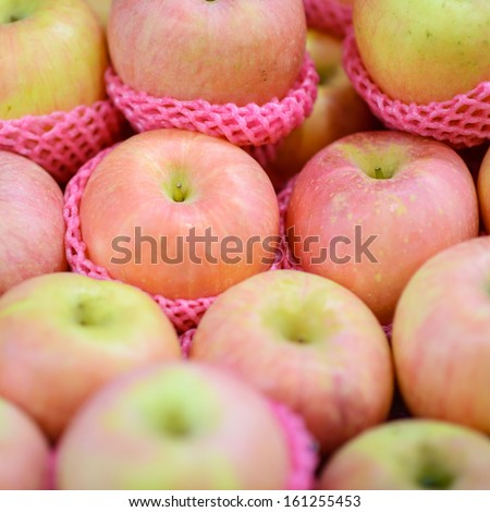 fresh apples sell in the  market
