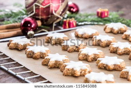 Fresh baked cinnamon-flavoured star-shaped biscuits - stock photo