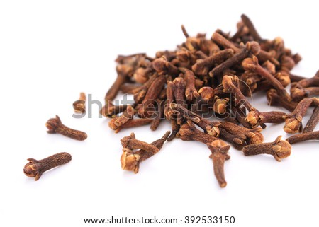 fresh dried clove spice in glass dish